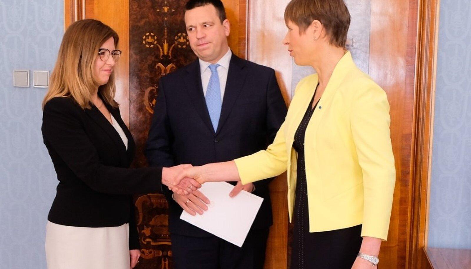 President Kaljulaid nimetas ametisse uue ministri.