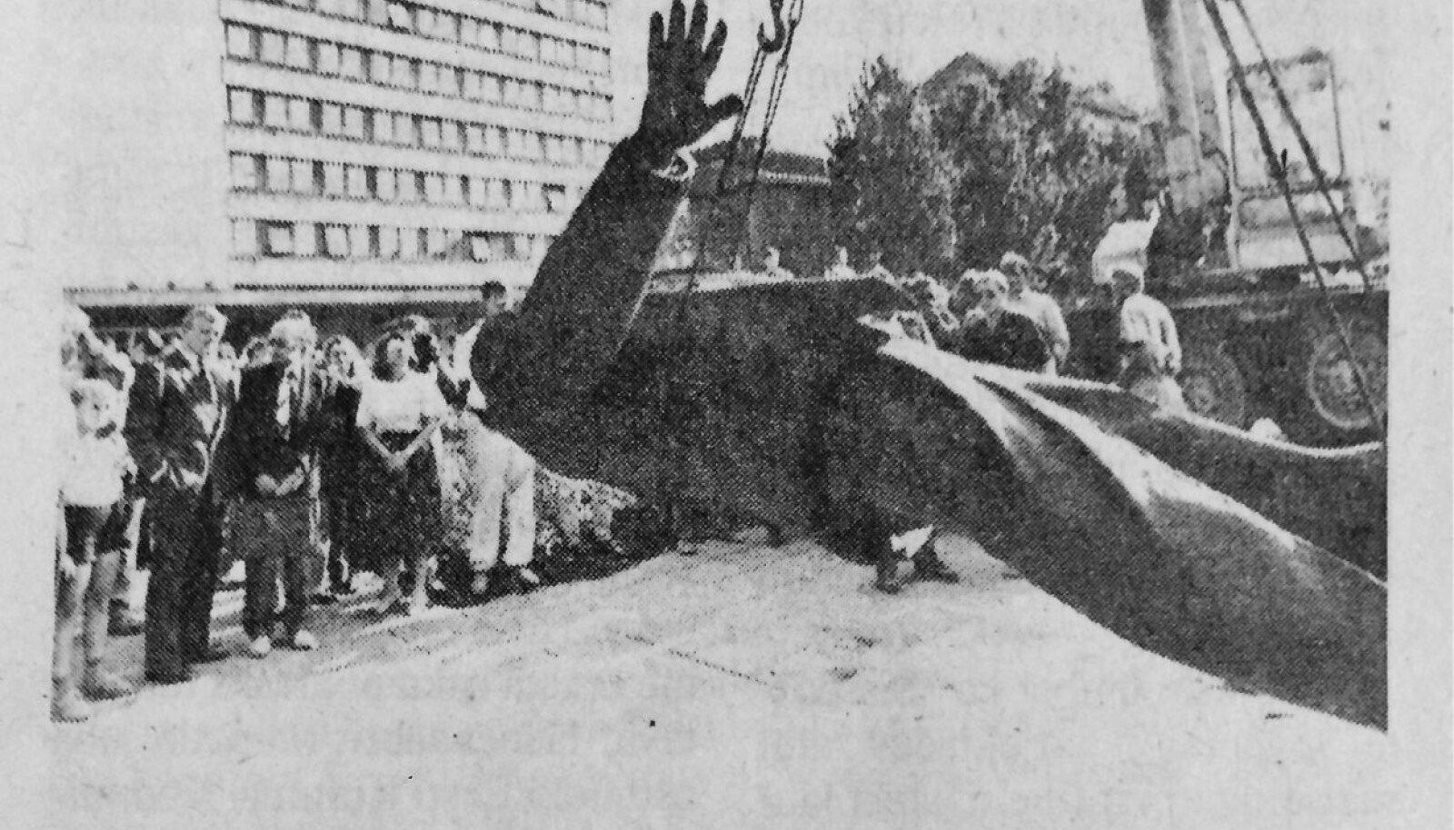 23. augustil jõuti Tallinnas  maha võtta ka Lenini ausammas.