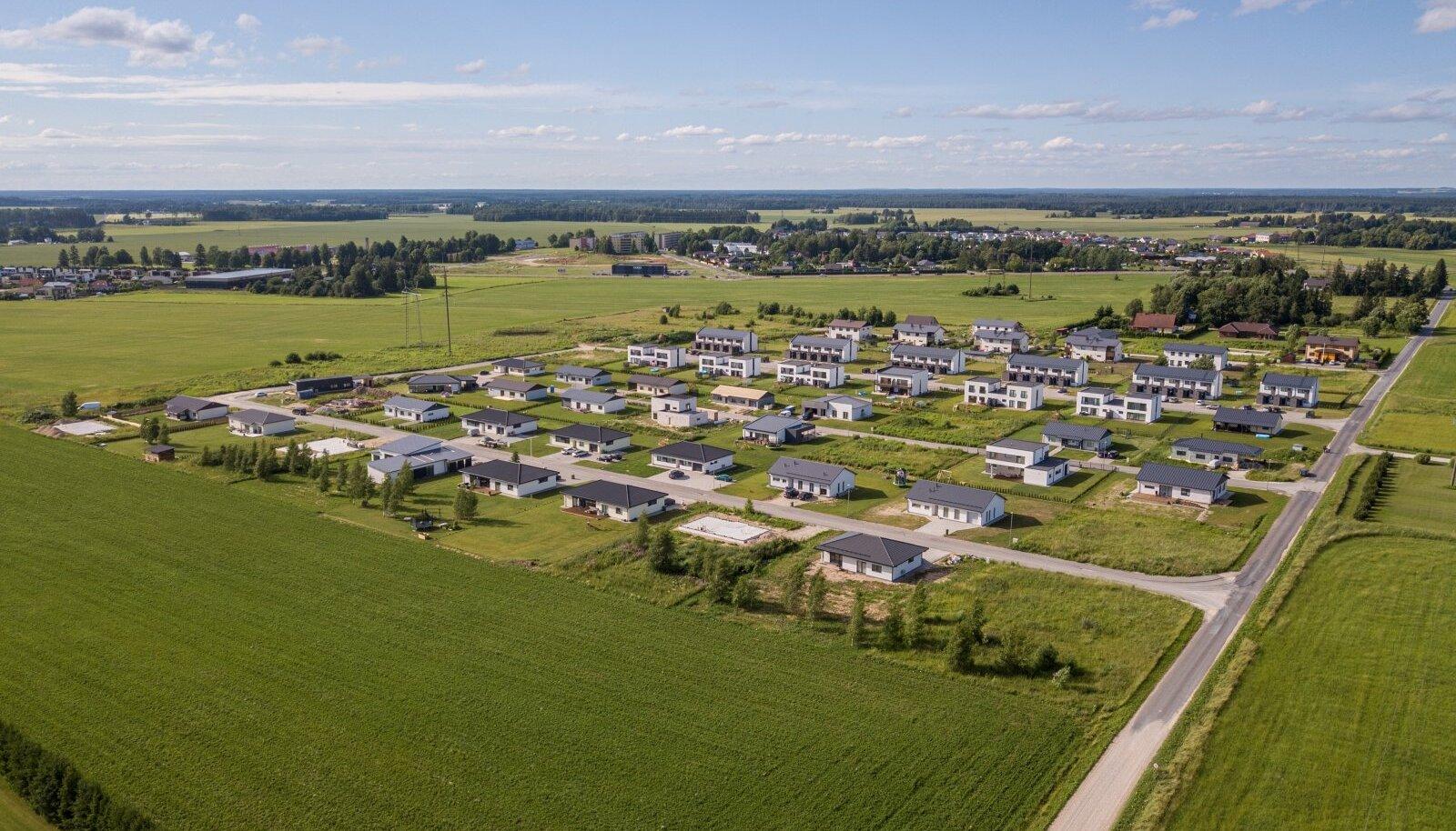 Väärtuslike muldade kadumine on eriti suur probleem Tartu ümbruses, kus viljakad toidupõllud asenduvad üha enam majapõldudega.