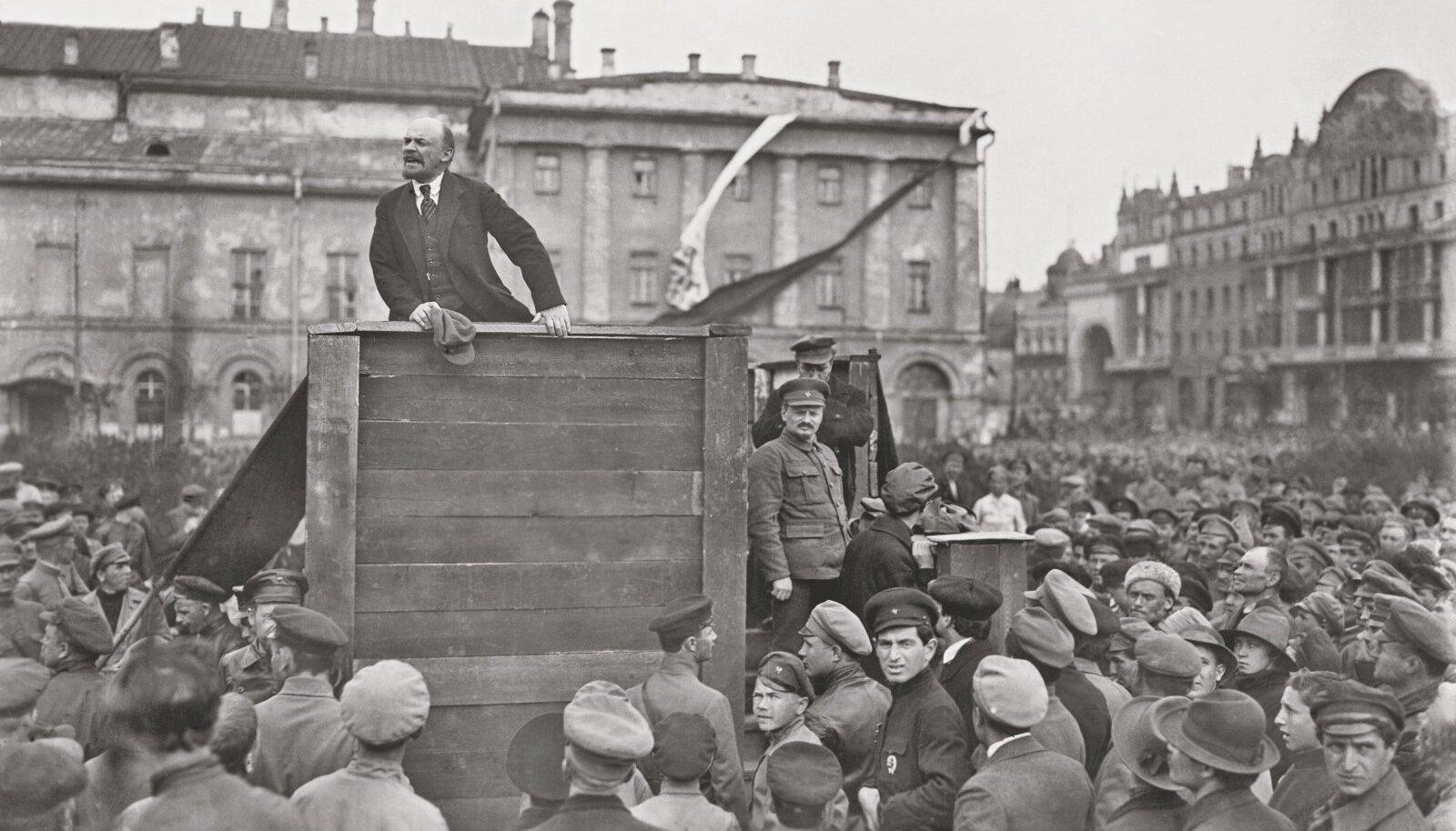 Illustreeriva tähendusega pilt Leninist rahvast üles kütmas (Foto: Wikimedia Commons /  Grigory Petrovich Goldstein)