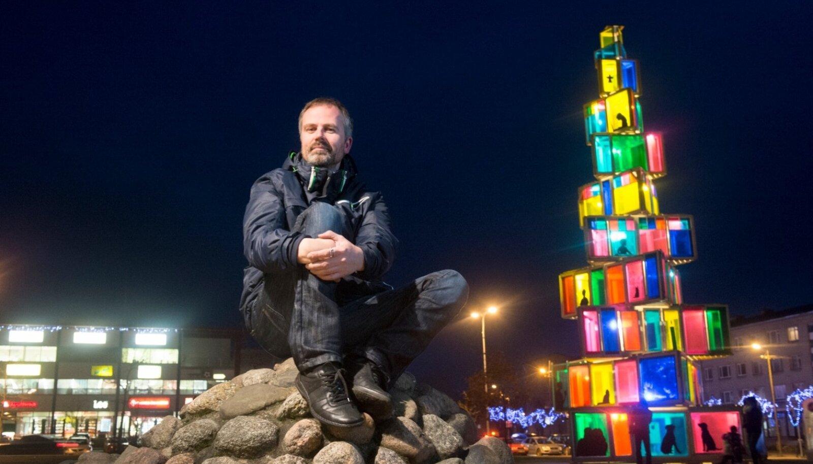 Rakvere linnakunstnik Teet Suur vaeb võimalust suvelgi keskväljakut mõne skulptuuriga ehtida.