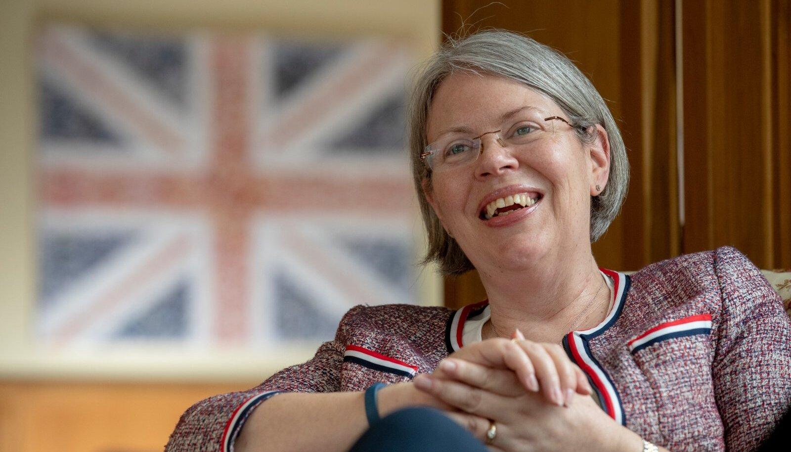 Theresa Bubbeari sõnul on inimestel eelaarvamus, nagu oleksid britid väga eemalehoidvad ja viisakad. Aga tegelikult ei ole.