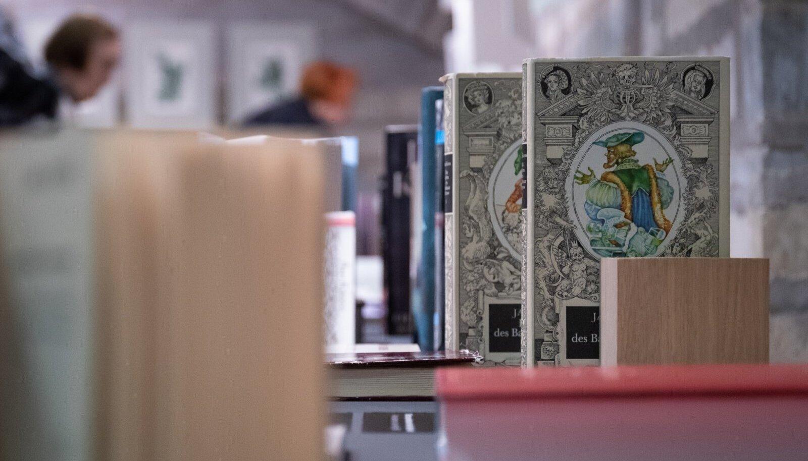 """Tallinn, 16.01.2019. 16. jaanuarist on rahvusraamatukogus avatud Jaan Krossi 100. sünniaastapäevale pühendatud näitus """"Maailma avastamine. Jaan Kross 100""""."""