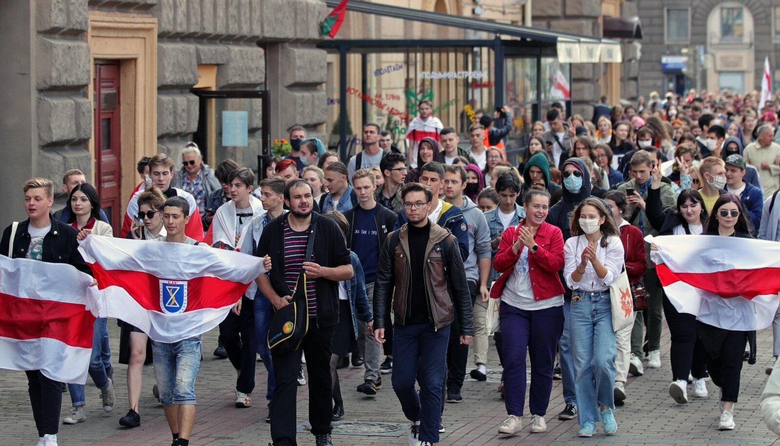 Minski noored alustasid õppeaastat protestimarsiga.