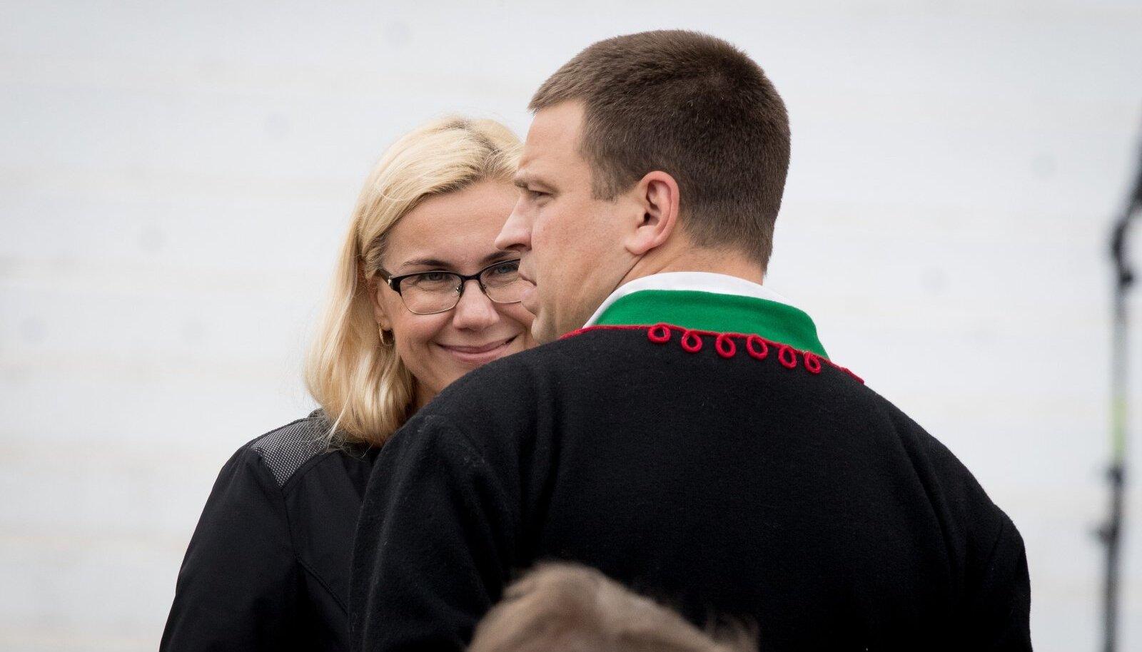 POPULISTLIKUD TRANSPORDIPROJEKTID: Kadri Simsoni ja Jüri Ratase eetvedamisel ning heakskiidul on sündinud kaheldava kasuga projektid, mis Eesti maksumaksjale tähendavad miljonitesse eurodesse ulatuvat püsikulu.