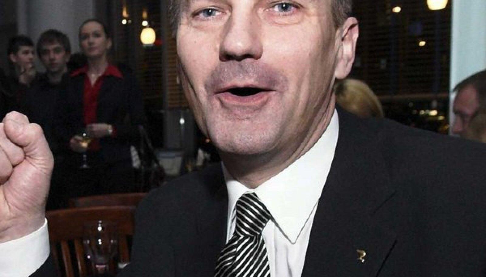 Fotograaf on suutnud jäädvustada emotsionaalse peaministri 2007. aasta valimistulemuste selgudes. (Terje Lepp)
