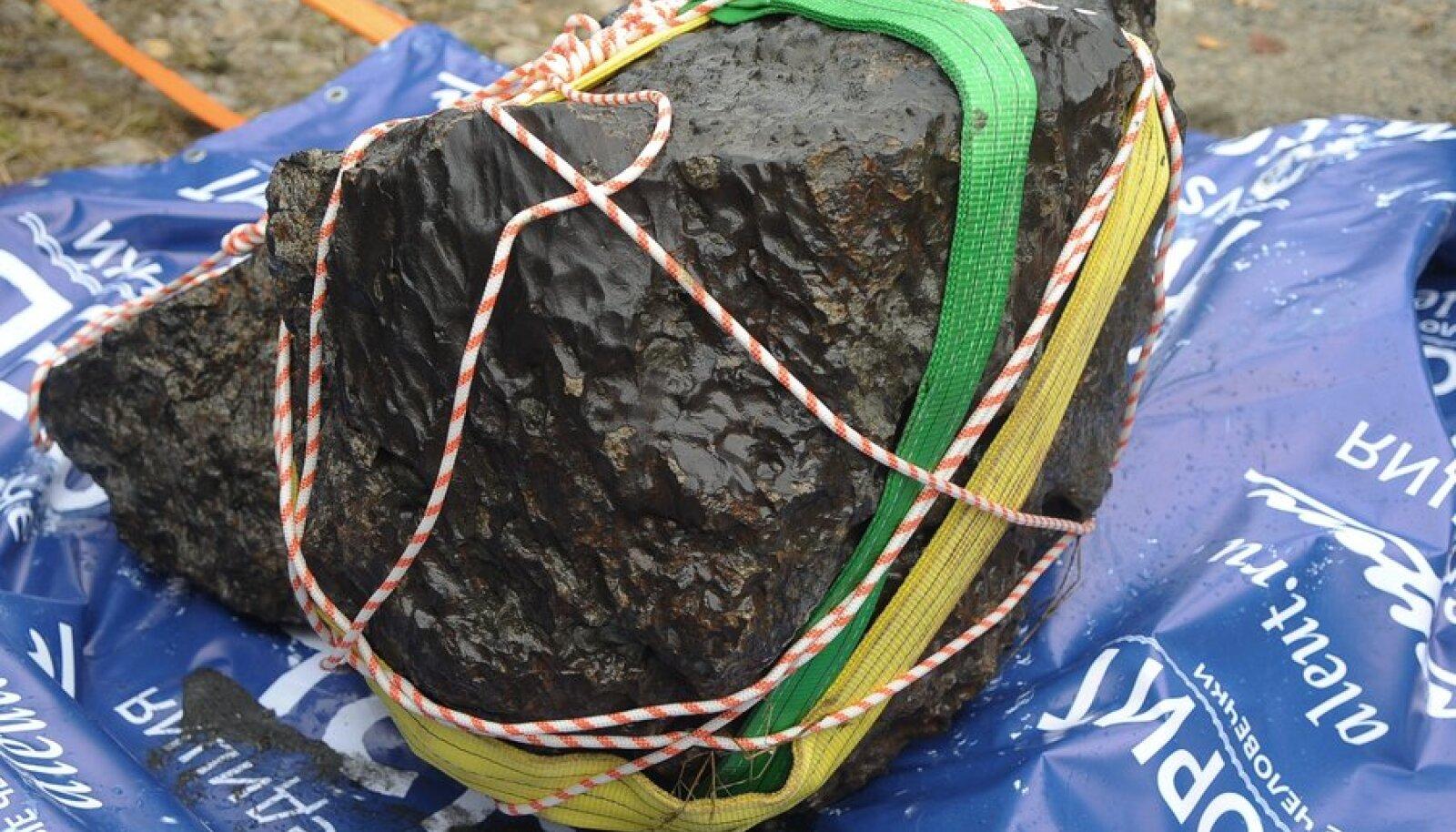 Tšeljabinski meteoriidi tükk.