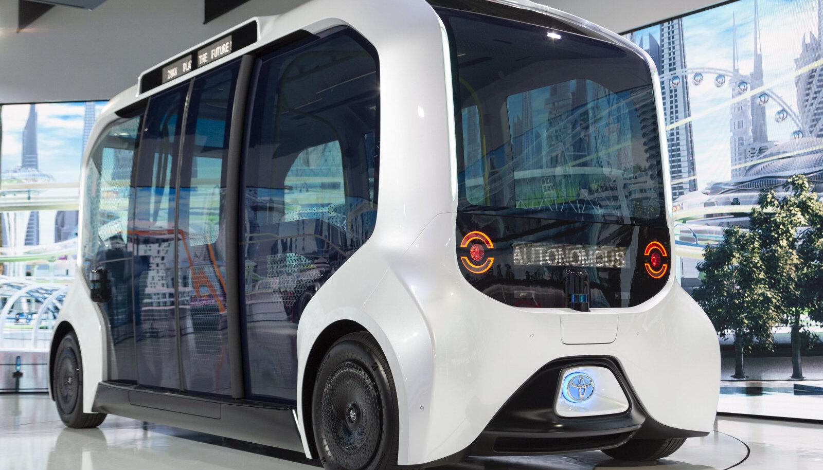 Toyota e-Palette isejuhtiv buss.
