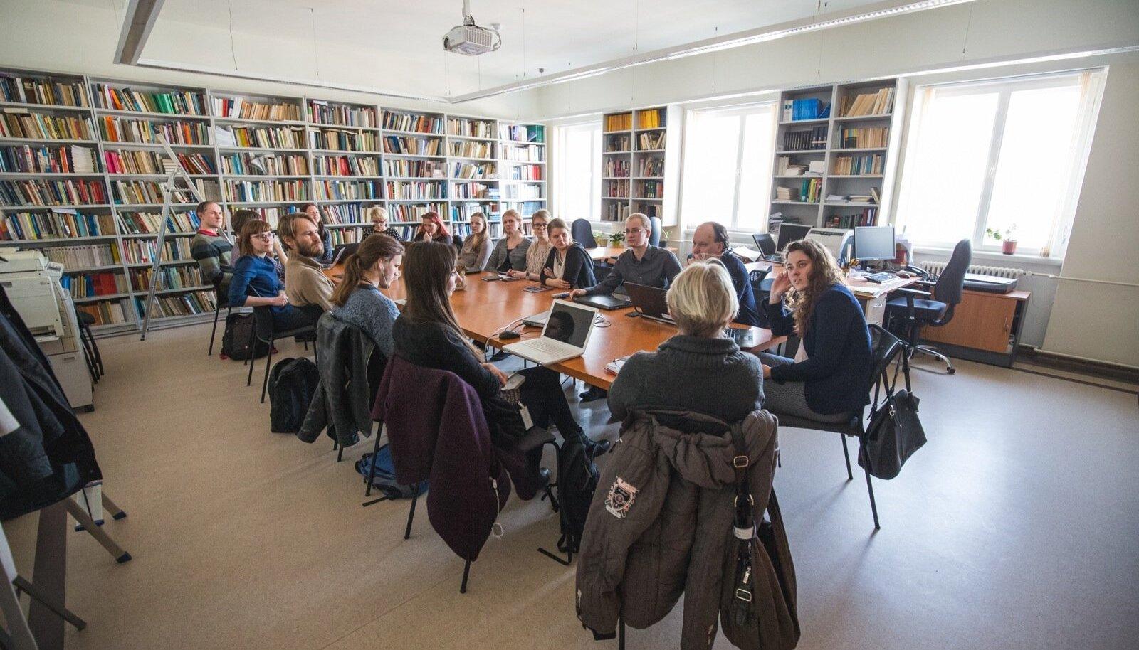 Eesti vikipedistide seltskond koosneb eri valdkondade esindajatest, geenitehnoloogidest keeleteadlasteni.