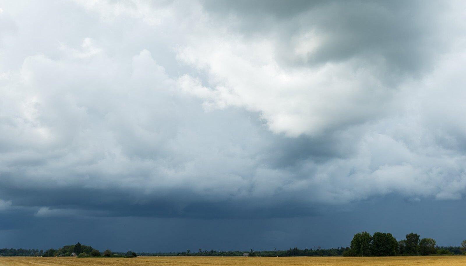 Enne tormi