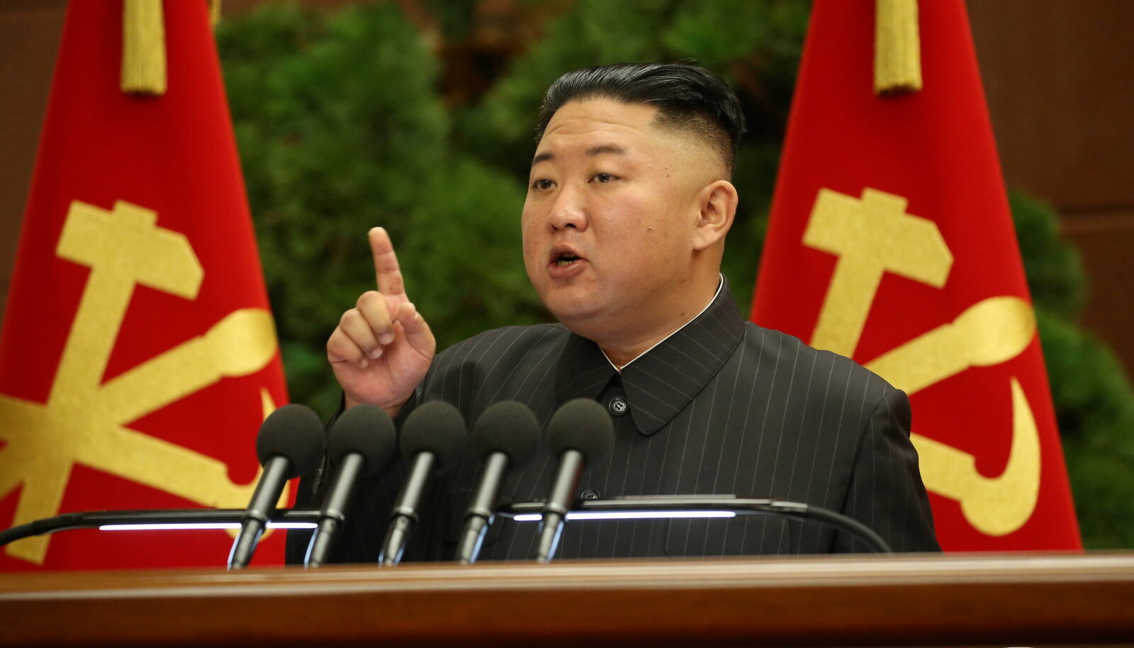 Kim Jong-un 5. juulil poliitbüroole kõnet pidamas