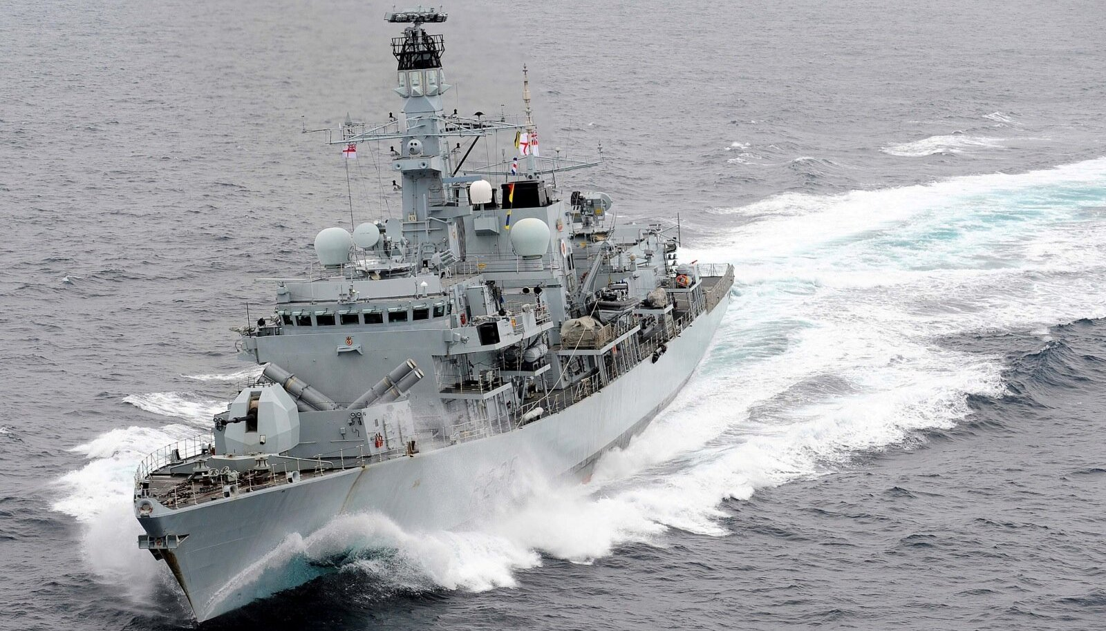 Närvide mäng Lähis-Idas: Iraani sõjalaevad kimbutasid Briti tankerit