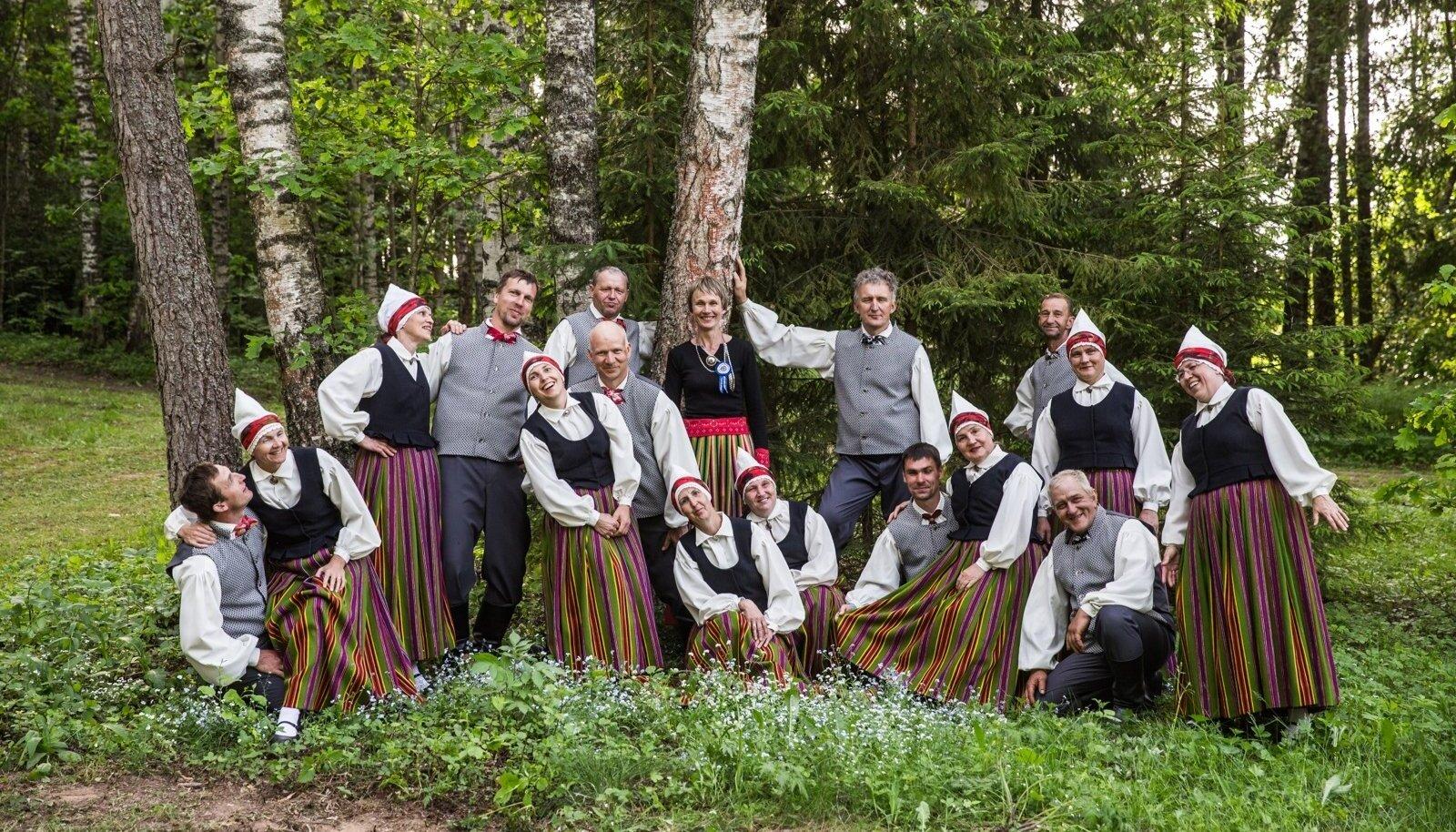 Ulvi Toomik ja tema rahvatantsijad pääsesid Läti peole Korneti rahvamaja tantsurühmana.