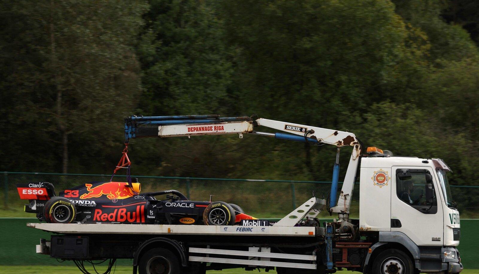 Niimoodi saadi Max Verstappeni masin rajalt minema.