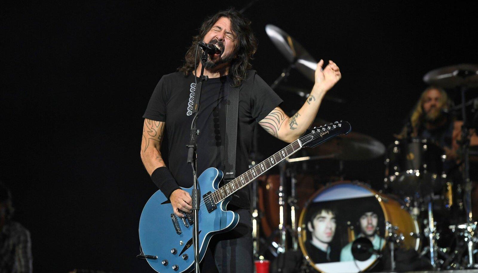 Dave Grohl ja Foo Fighters ei astu ühtegi sammu tumeduse, metsikuse ja ohtlikkuse suunas. Sinna kaose ja dionüüsialiku energia poole, kust rokk on välja kasvanud.