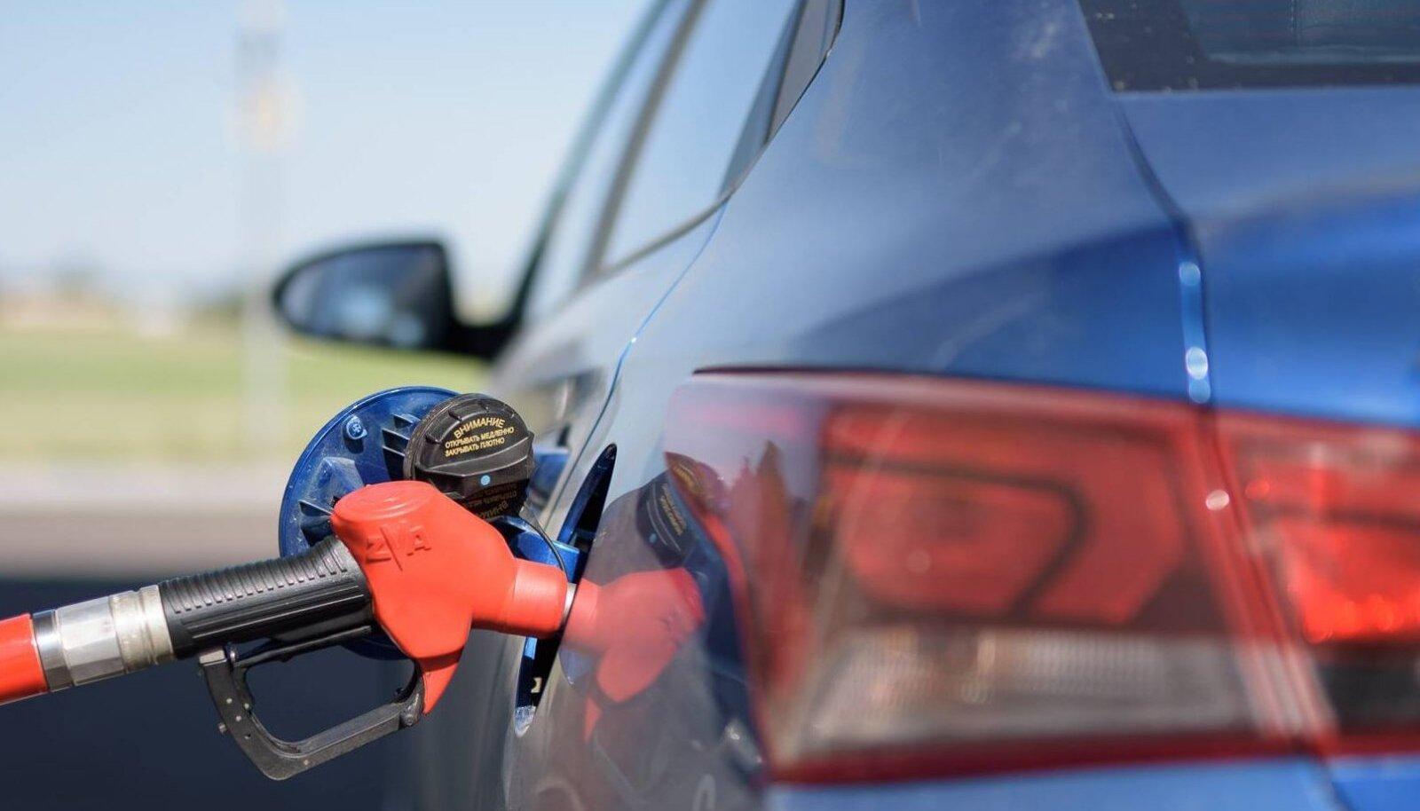 Komisjoni plaani järgi peaksid bensiini-ja diiselmootorid Euroopast 15. aasta pärast kaduma.