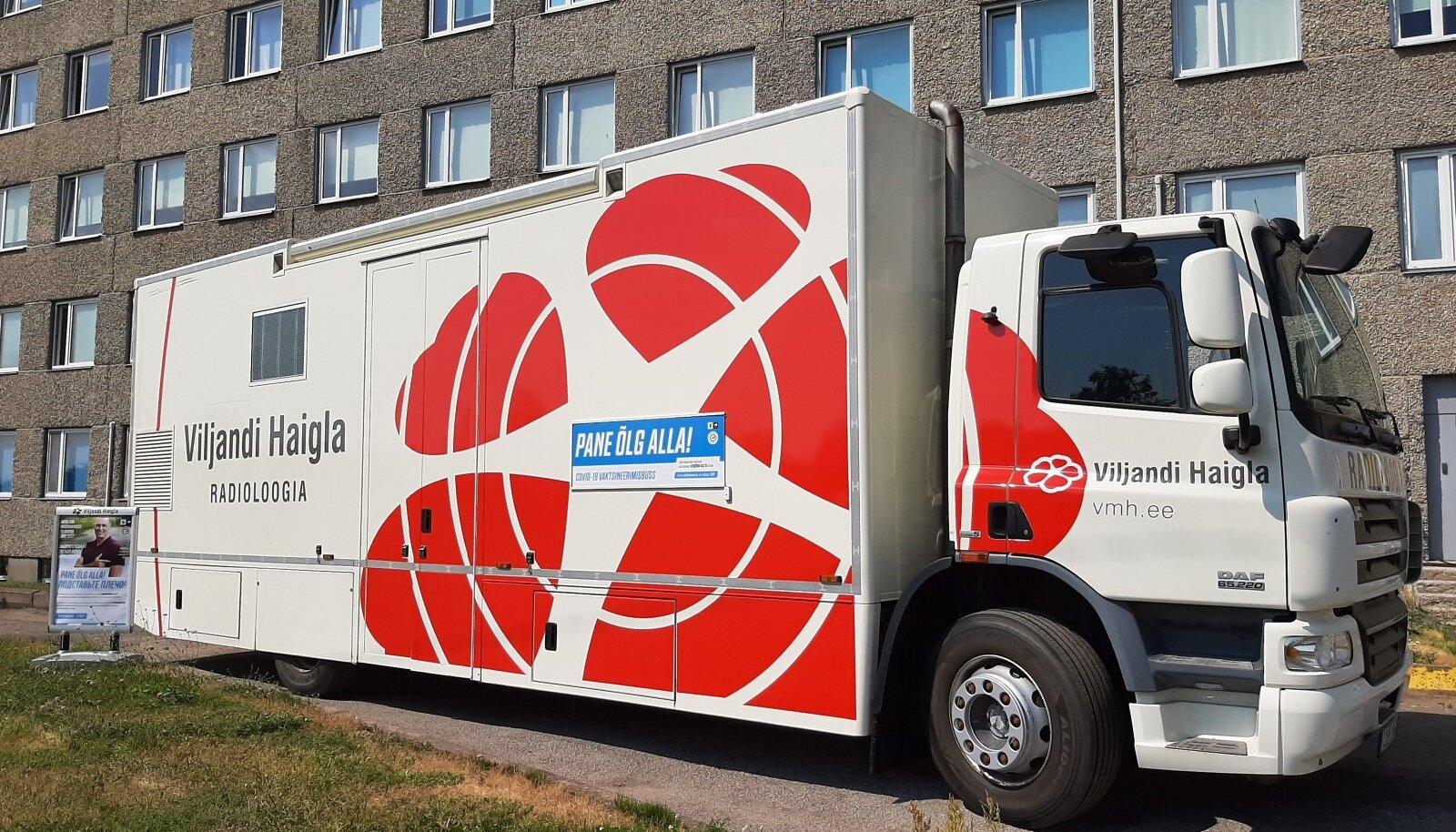 Viljandi haigla röntgenibuss sätiti koroonakriisi tõttu ümber vaktsineerimisbussiks.