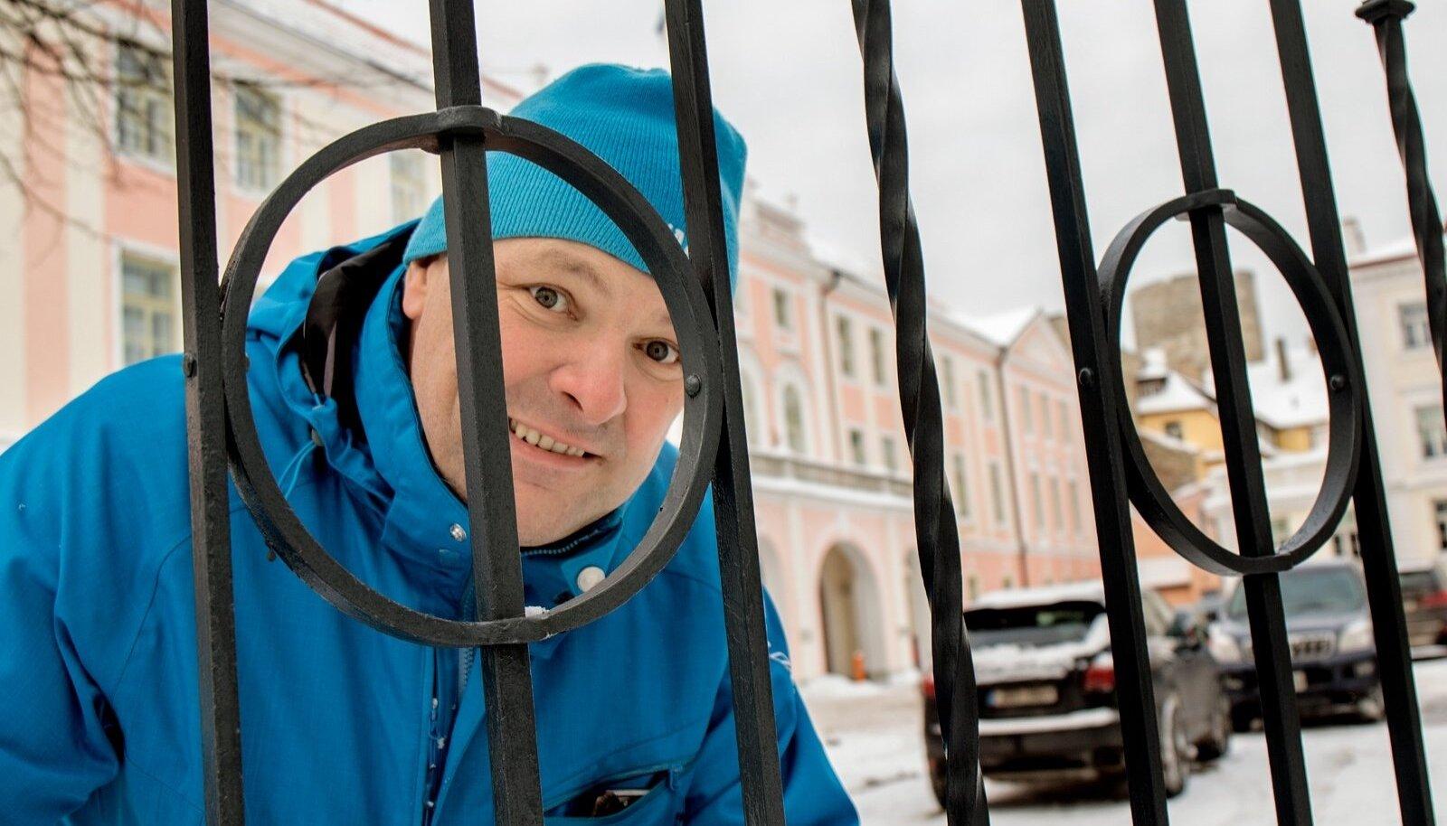 """Marko Pomerants kutsub riigikogu töö üle virisejaid poliitiku tööpäeva vaatama. """"Homme hommikul väljub auto Rakverest kell 7.30, tulge kaasa."""""""