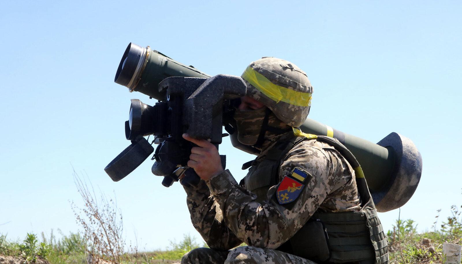 Ukraina sõdur USA päritolu raketiheitjaga Javelin