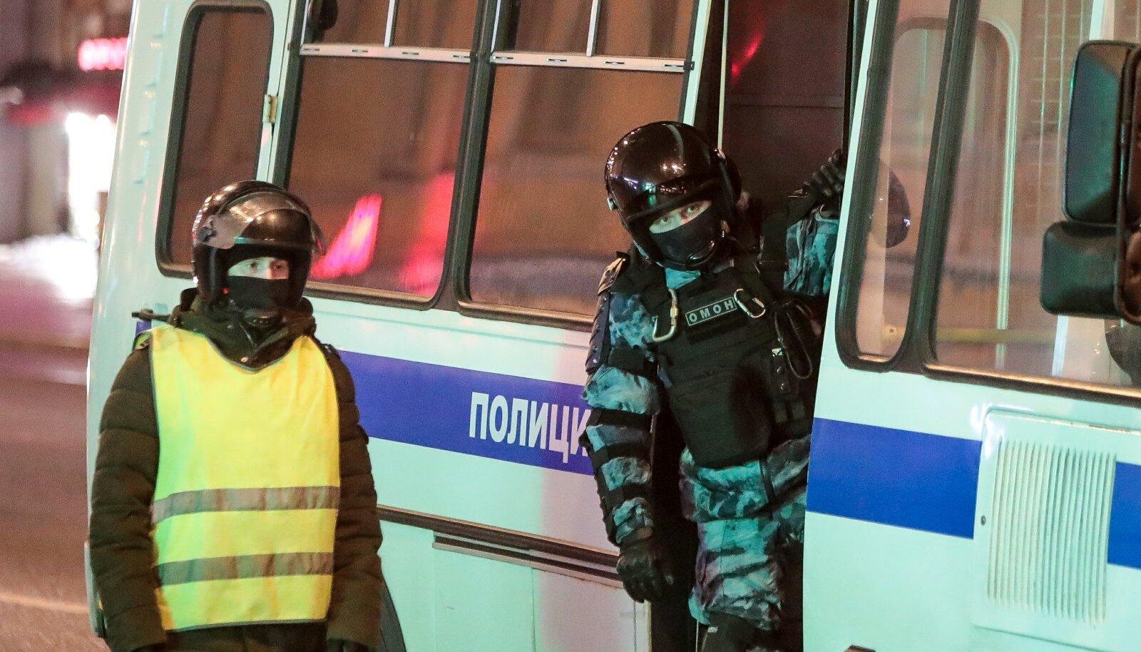 Российские силовики во время митингов в Москве
