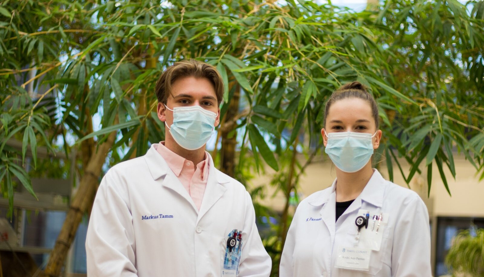 Neljanda kursuse tudengid Kadri-Ann Parmas ja Markus Tamm peavad haiglatele appiminekut endastmõistetavaks. Noored meditsiinitöötajad tegutsevad missioonitundest.