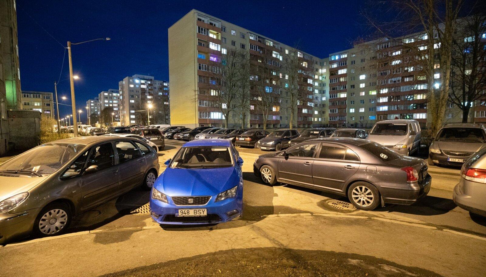 Parkimine Lasnamäel.