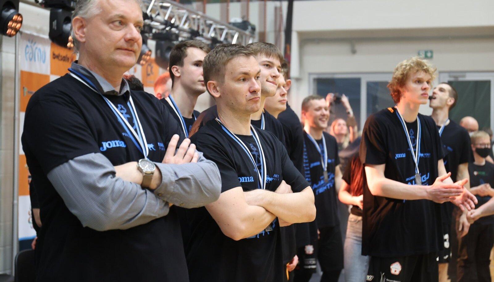 Gert Kullamäe (vasakul)