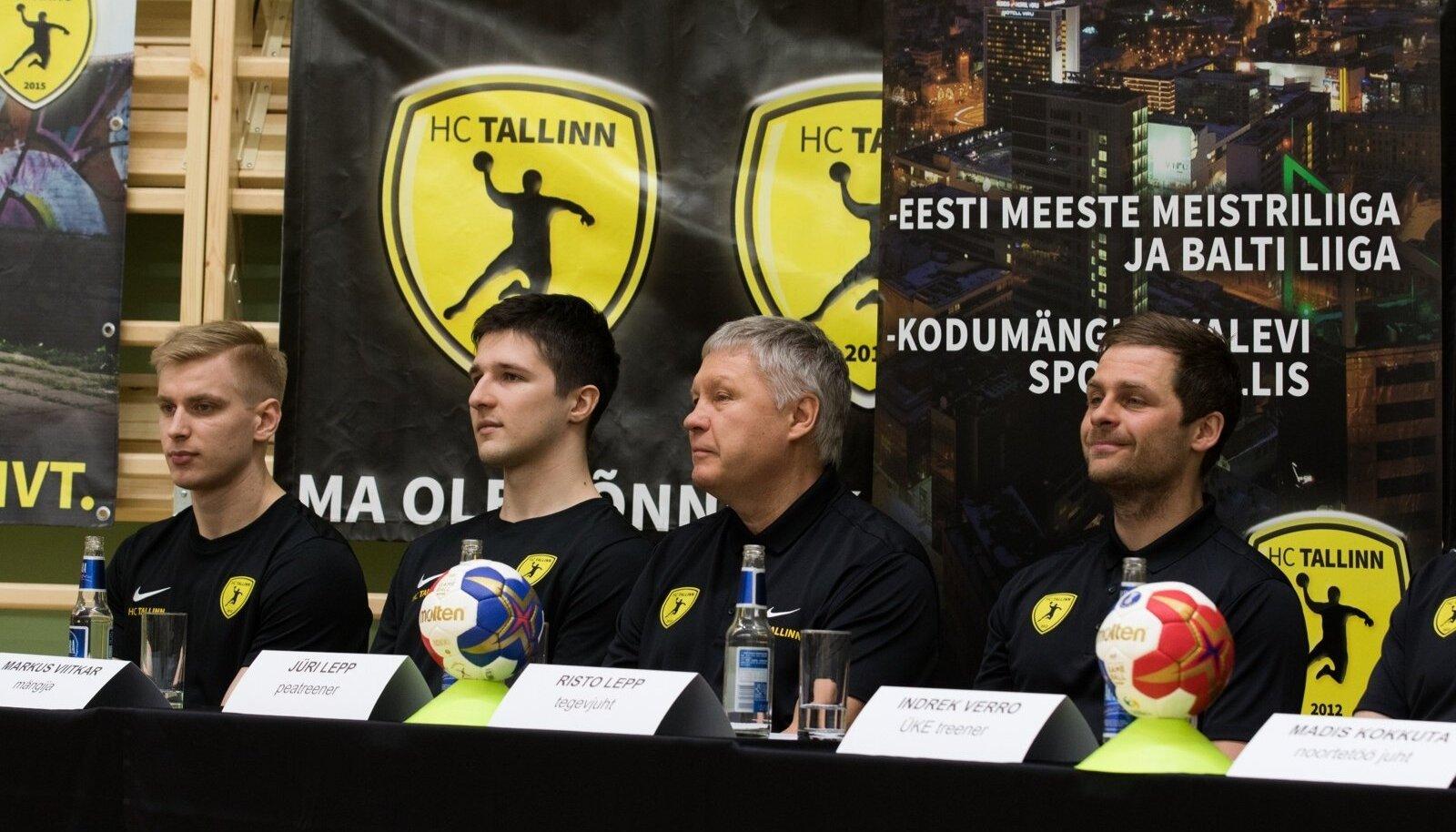Risto Lepp (paremalt esimene) ja Jüri Lepp HC Tallinna pressikonverentsil.