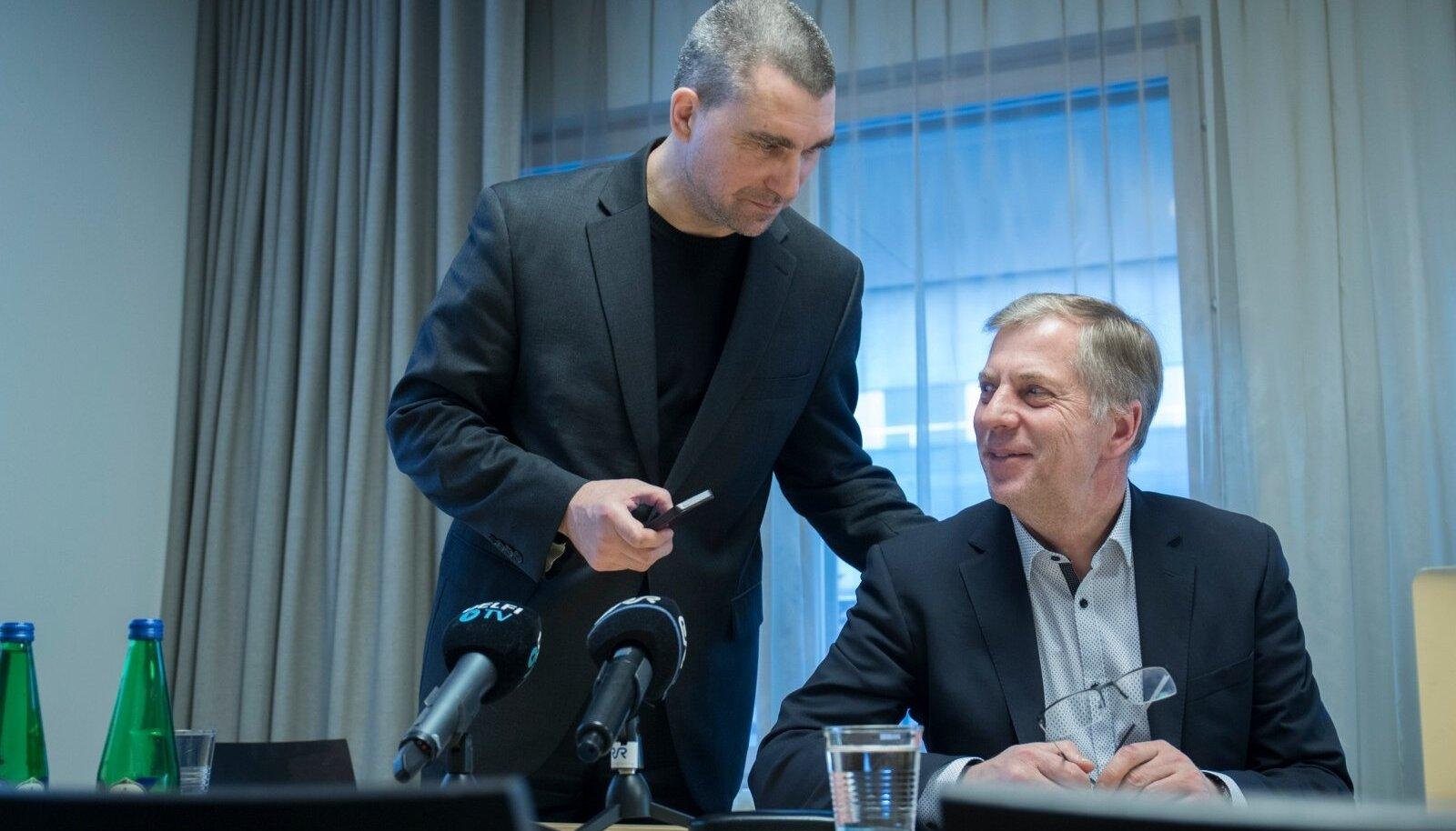 KEEGI SÖÖB KELLELGI PEOST? RMK juhatuse esimees Aigar Kallas ja Est-For Investi juhatuse liige Margus Kohava.