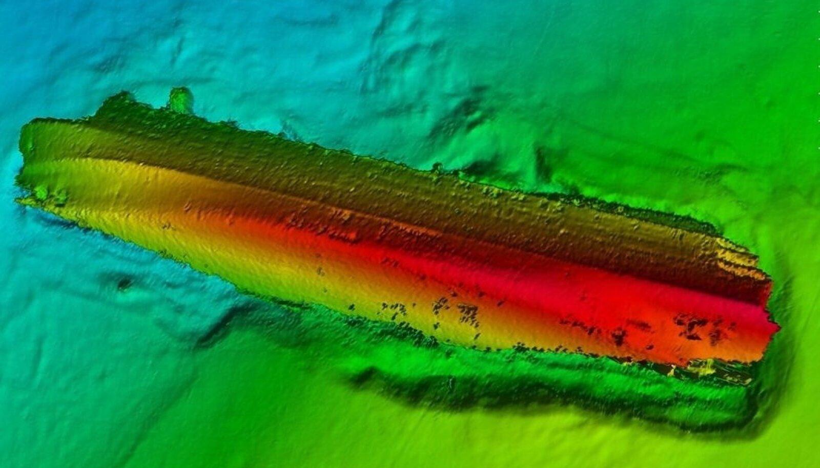 LEHVIKSONARI PILT: Estonia lebamas külili mere põhjas, mis laeva keskelt on kõva (moreen ja graniit), mõlemas otsas aga savine. Keret läbistav auk asetseb all paremas pardas.
