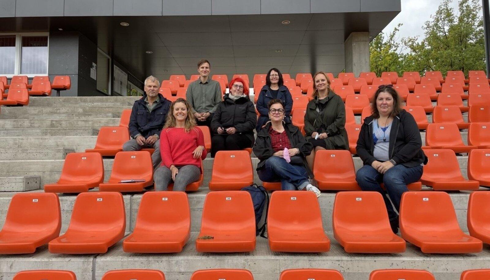Tartu Tamme staadionil, mis on üks turniiri võistlusväljakutest, võõrustas EJL-i ja UEFA esindajaid Tartu Spordi neljaliikmeline delegatsioon.
