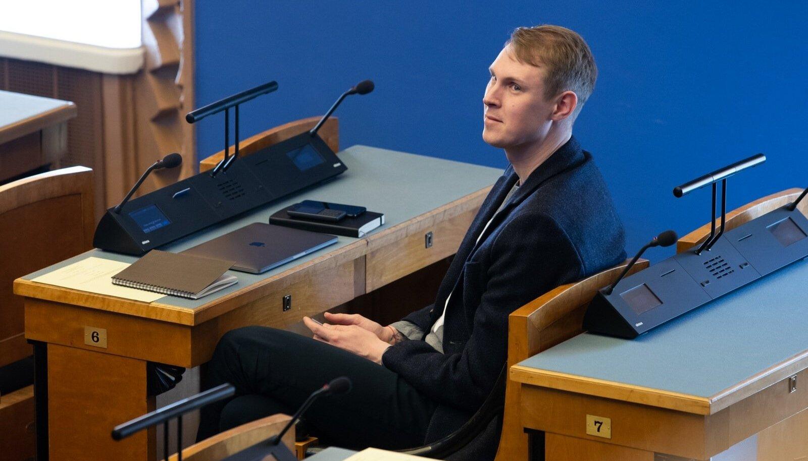 Keskerakonna esimees Jüri Ratas pidas riigikogu ees ettekande valitsuse moodustamise alustest.