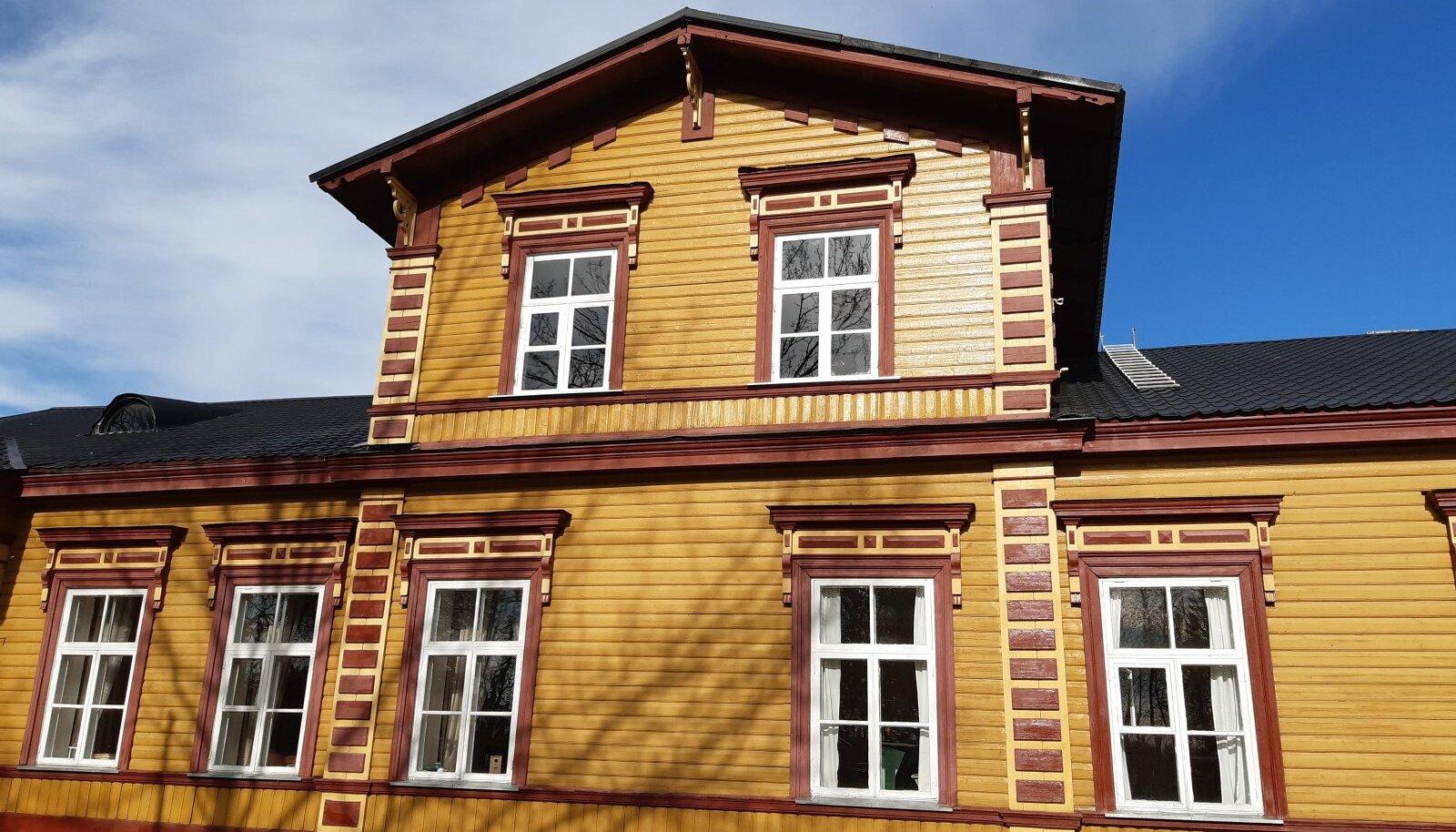 Kulina mõisa restaureeritud aknad näevad välja nagu uued.