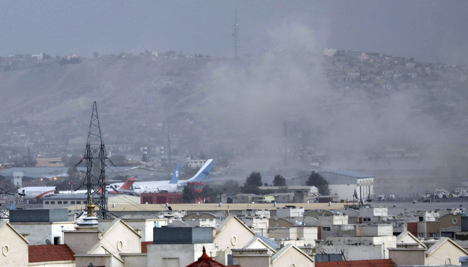Kabuli lennujaam neljapäeval pärast enesetapurünnakut.
