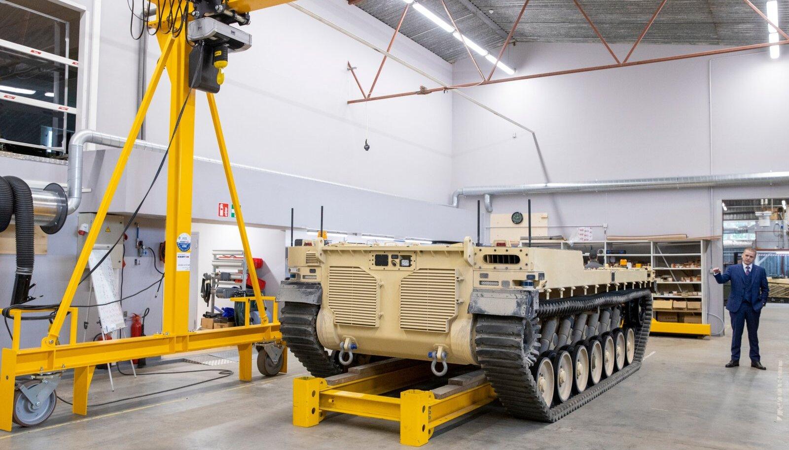 Milrem Roboticsi mehitamata lahingumasin Type-X on esimene seda sorti toetusmasin läänemaailmas. Selle arendamise on Eesti ettevõttelt tellinud Saudi Araabia.