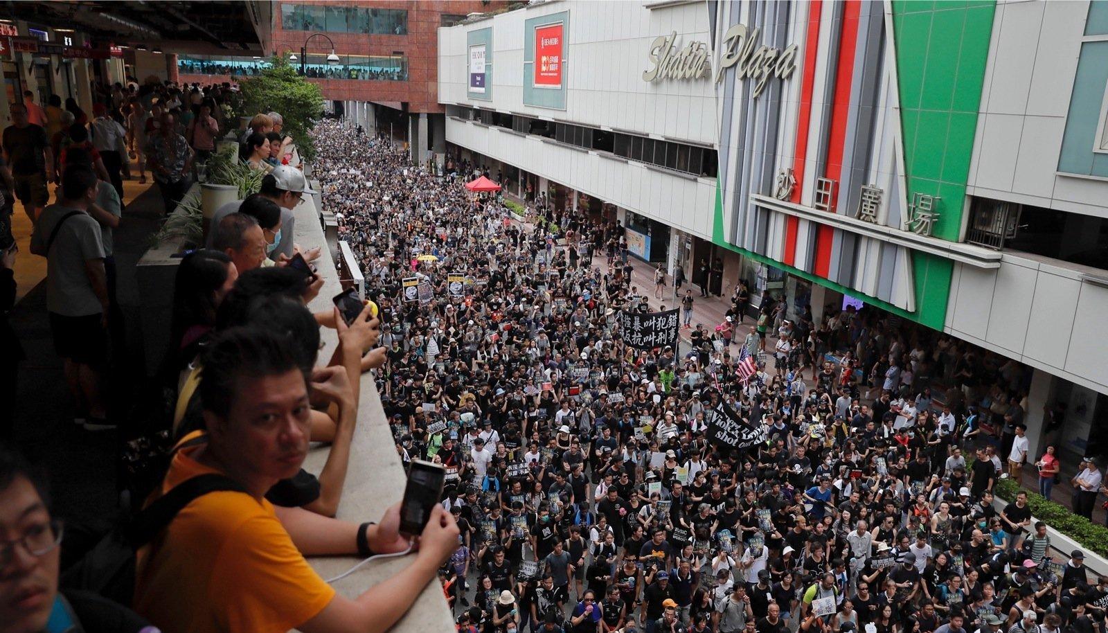 Edust julgust saanud Hongkongi meeleavaldajad nõuavad demokraatiat