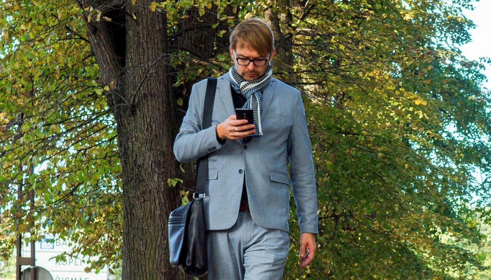 NÕUTUD MEES: President Kaljulaidist soovib tükikest peaaegu iga meediaväljaanne. Kõigi kutsete haldamiseks on tal kalendermärkmiku asemel Taavi Linnamäe.