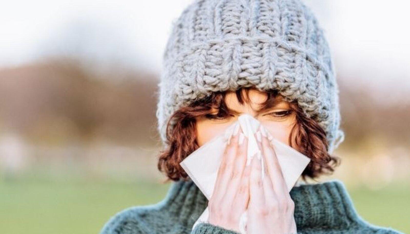 Если человек простужен, то шансов одновременно подхватить еще и коронавирус у него намного меньше