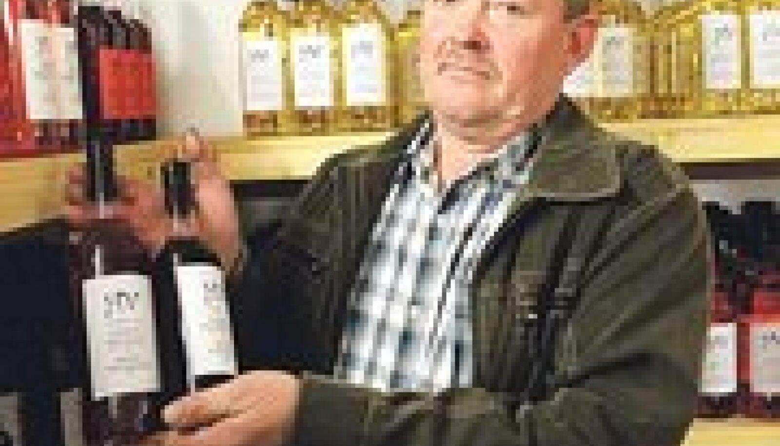 Henri Kodusaare keldris on suur kogu ta enda valmistatud veine.