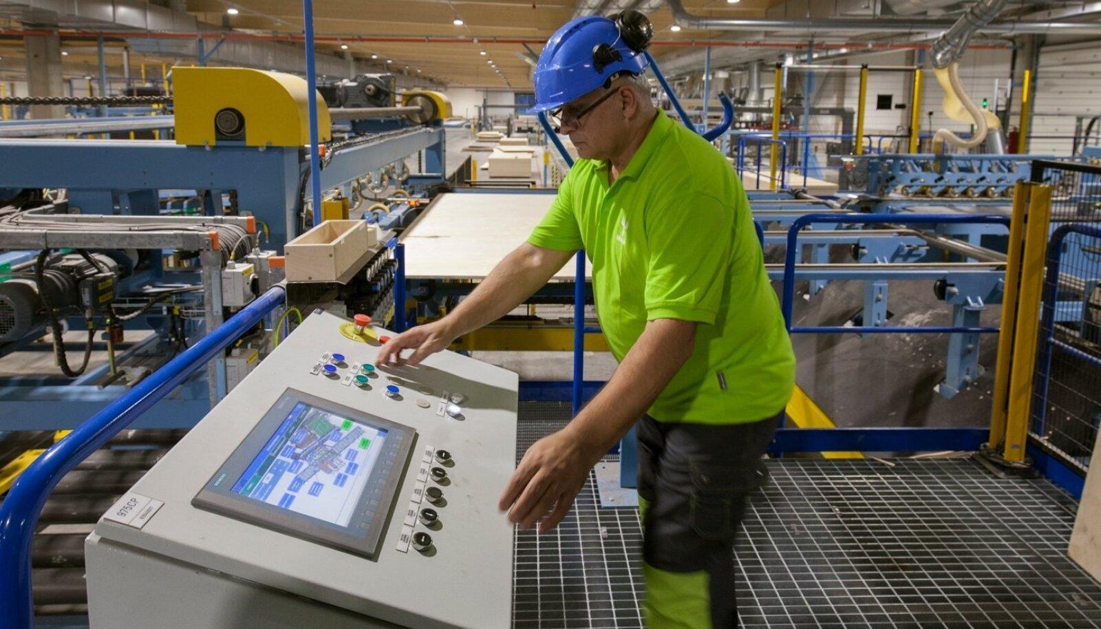 Tehnoloogia võimaldab spooniplaate järgata ning tänu sellele valmistada ühes tükis 13,7 meetri pikkuse ja 2,7 meetri laiuse vineerplaadi,