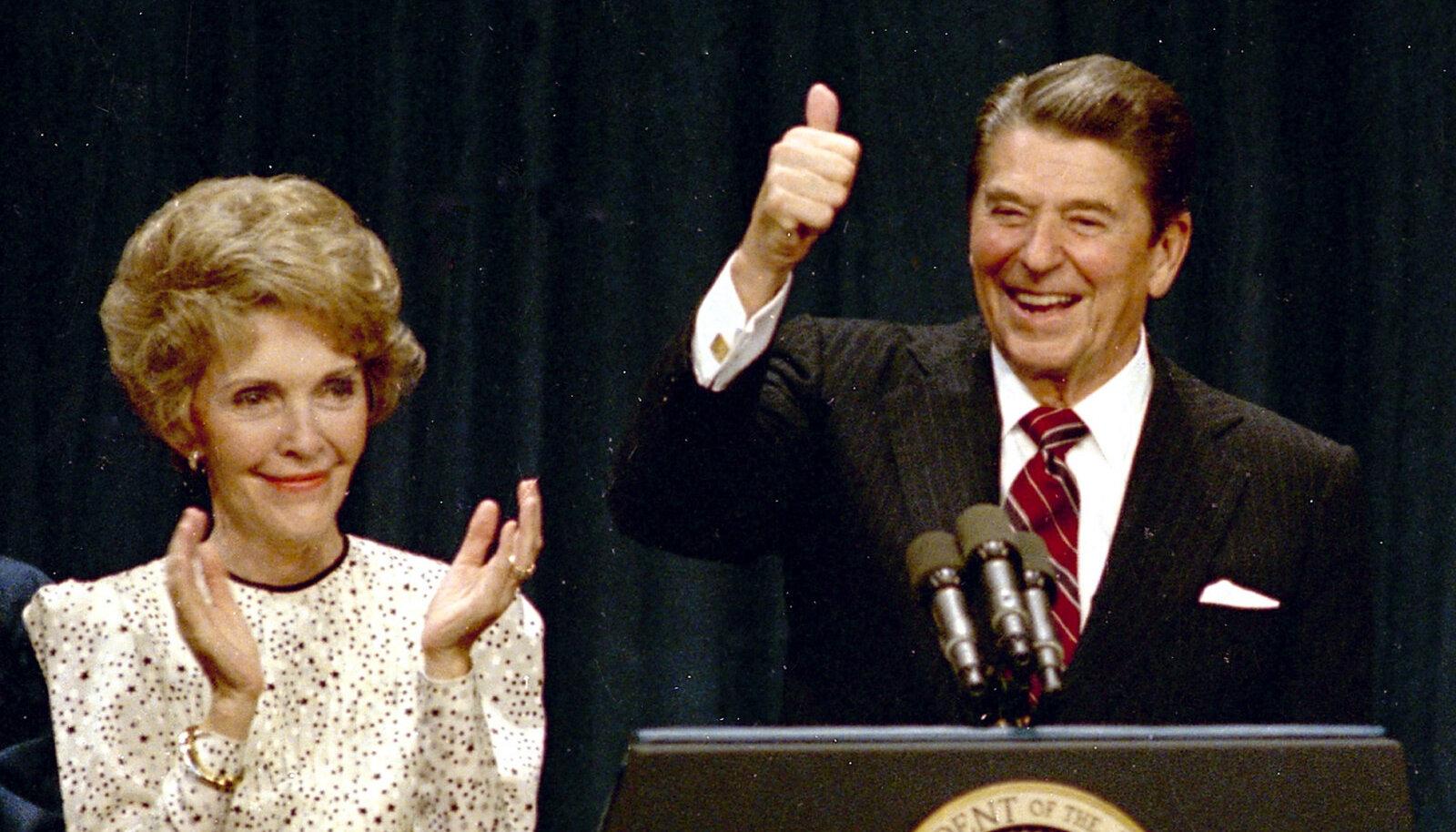 Рональд Рейган с женой Нэнси после переизбрания на второй срок в ноябре 1984 года