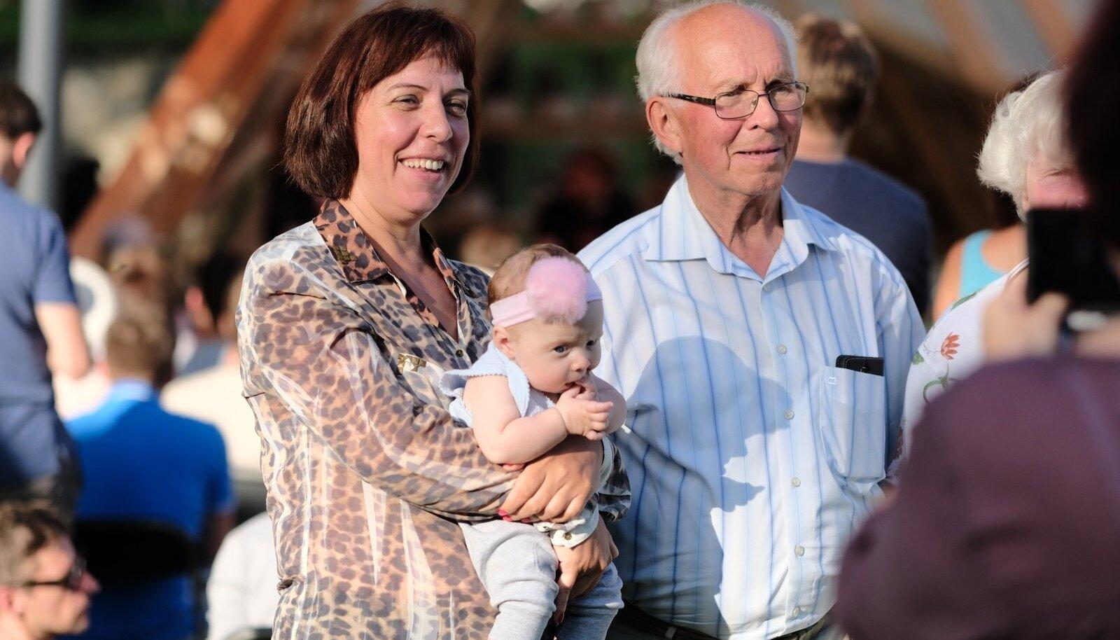 Mailis Reps Arvamusfestivalil koos pisitütre Charlottega