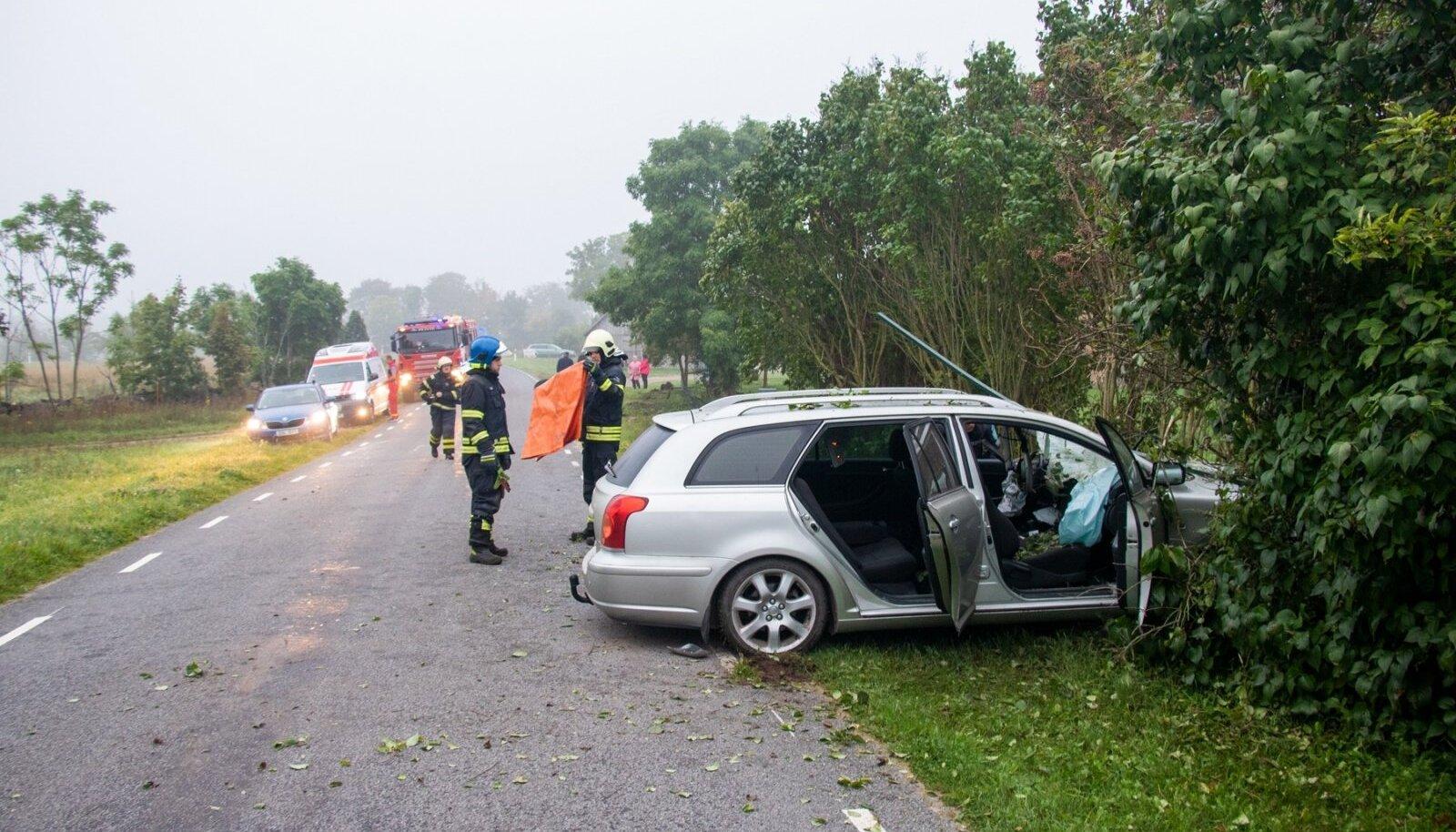 Saaremaal hukkus raskes liiklusõnnetuses noor mees