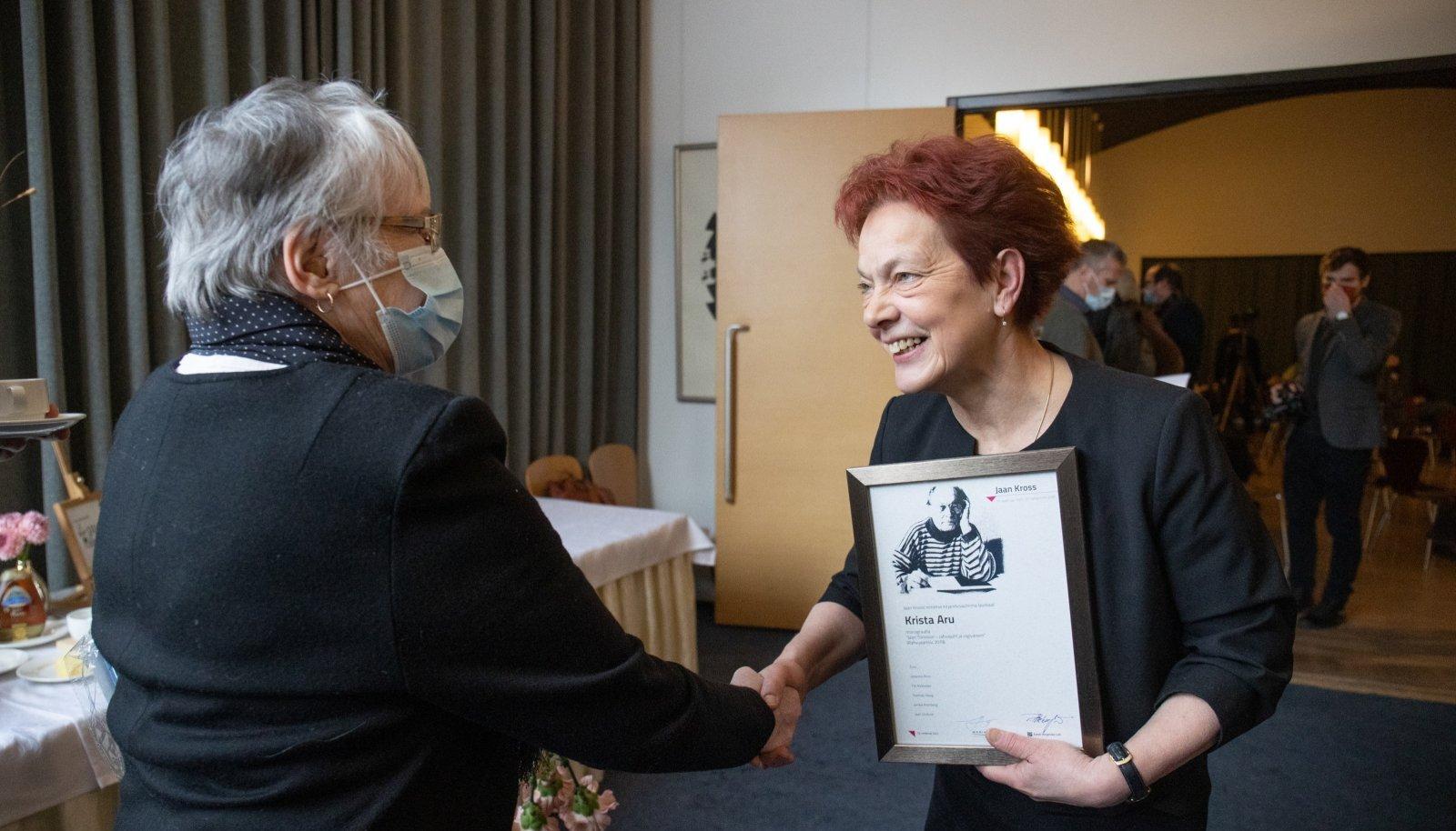 """Jaan Krossi kirjandusauhinna sai Krista Aru monograafia eest """"Jaan Tõnisson – rahvajuht ja riigivanem"""""""