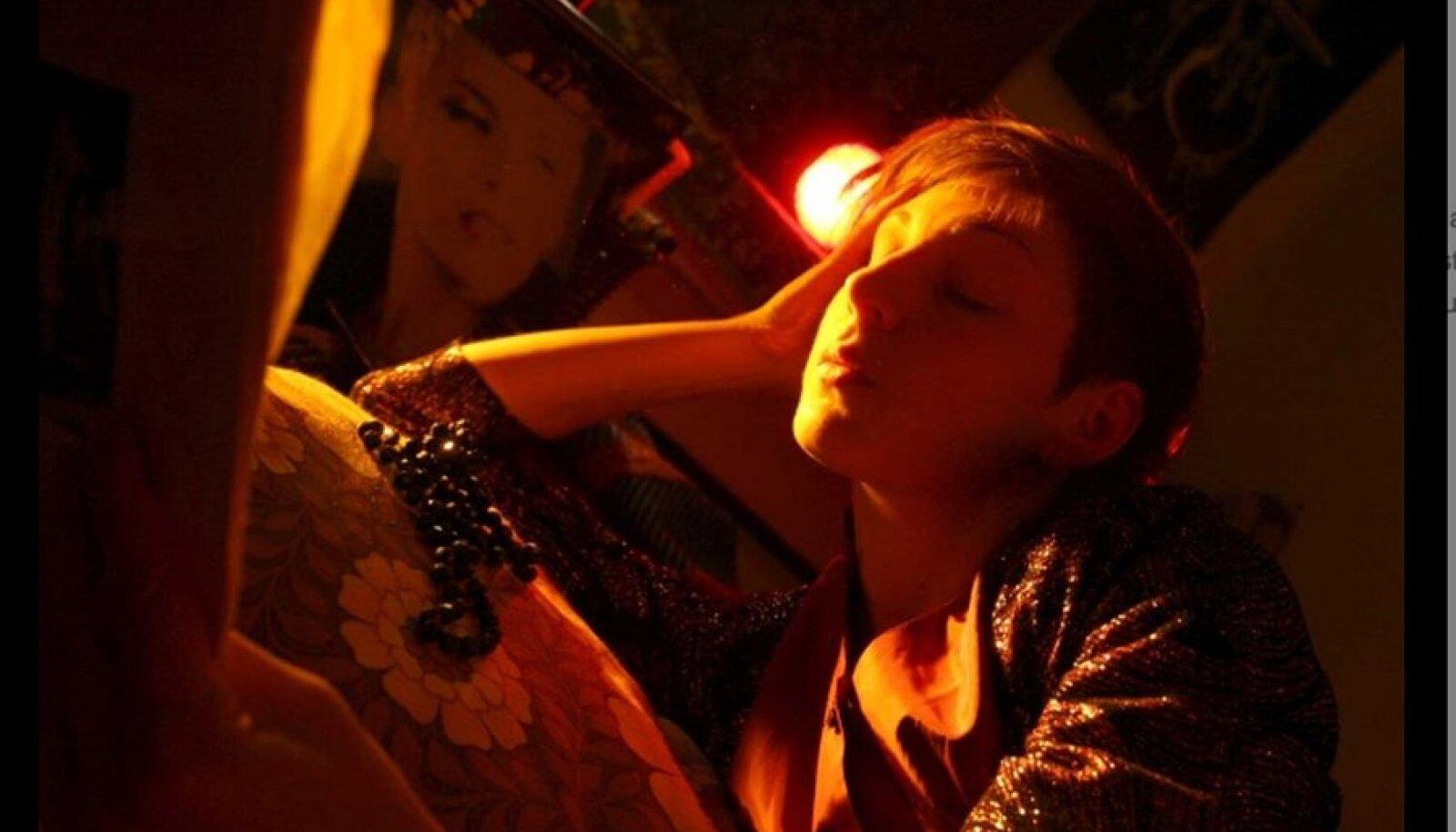 Ilus kaos: Leila (Riina Maidre) näol on rahu ainult uinudes või unistades. (Foto: Allfilm)