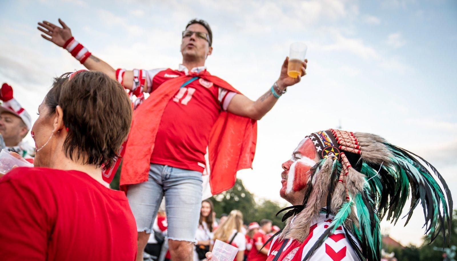 Taanlased jalgpallimängul