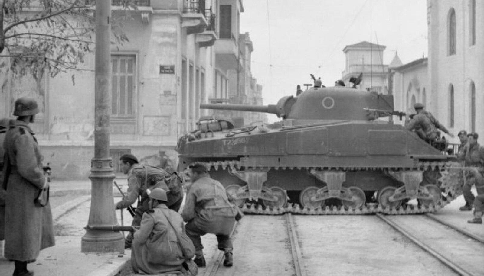 Briti sõdurid Ateena tänavail kommunistidega lahingut pidamas. (Foto: Wikimedia Commons)