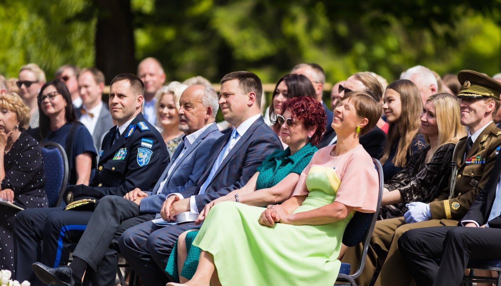 """Seekordsed teenetemärgid anti üle Kadriorus ürituse """"Eesti tänab"""" raames."""