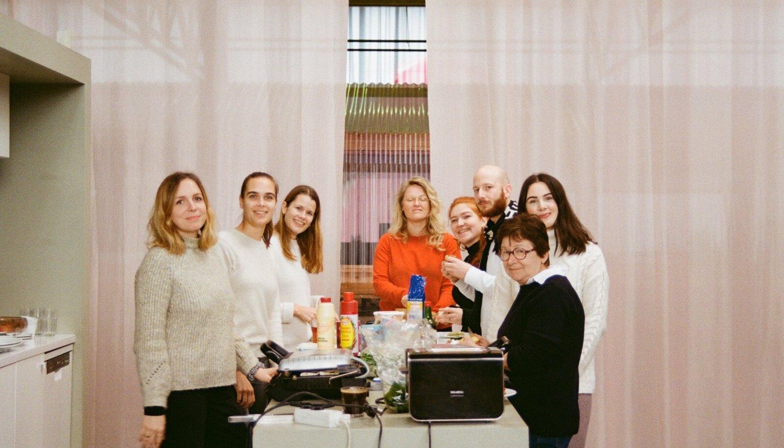 Anastassia Imatra on siiani Hollandis. Pildil koos kolleegidega.