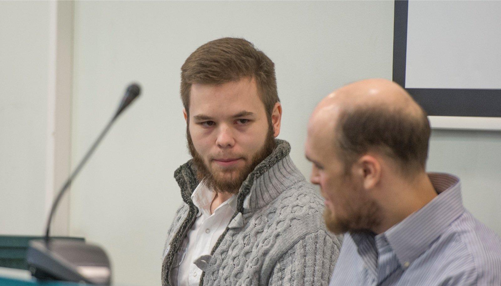 Kohtus on Ramil Khalilov (vasakul) ja Roman Manko öelnud, et ei olnud Sazanakovi tegemistest teadlikud ja aitasid usuvenda oma kommete kohaselt.